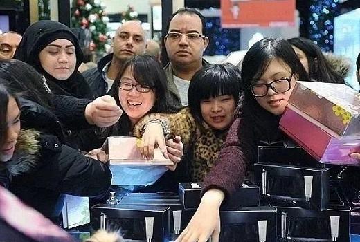 """专为中国人""""量身定制""""的假货"""